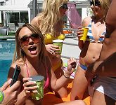 teen party girls kissing